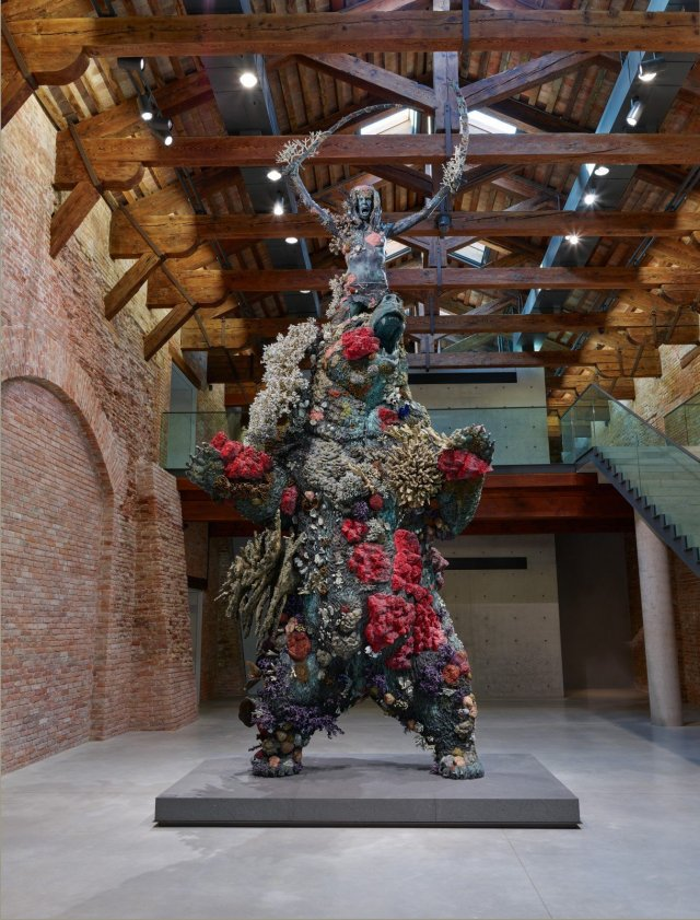 Damien Hirst, The Warrior and the Bear, Photographed by Prudence Cuming Associates © Damien Hirst and Science Ltd. All rights reserved, DACS, 2017.
