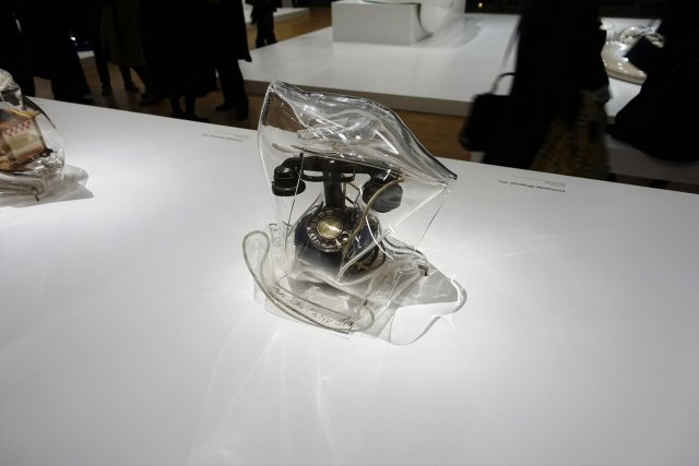 César, Enveloppage, Telephone and plexiglass,1971.