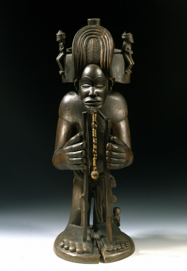 King and culture hero, Chibinda Ilunga, Chokwe (Angola) 19th centuty, wood, fabric, hair, glass, Staatliche Museen of Berlin, Ethnologisches Museum , © SMB, Ethnologisches Museum, Claudia Obrocki.
