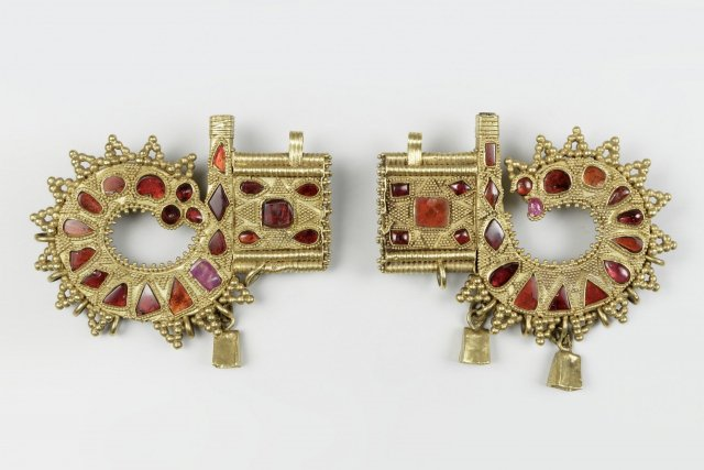 Two animal-shaped pieces of jewelery, decorated with red stones and small gold balls, region on the Black Sea, 4./5. Century AD, © Roman-Germanic Museum / Rheinisches Bildarchiv Köln, Photo: Anja Wegner.
