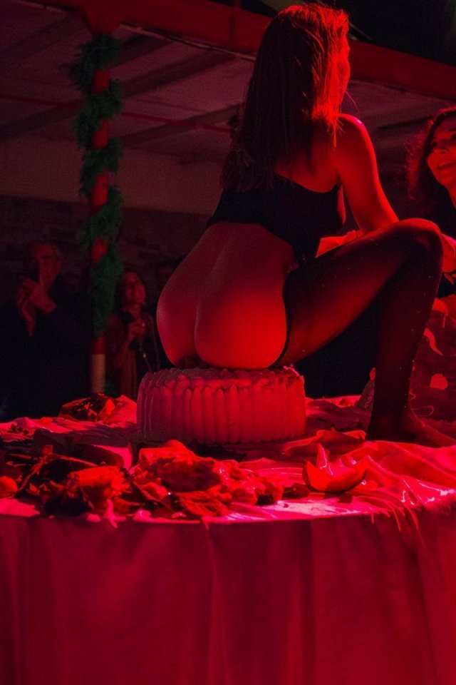 Zoe Williams, Ruffles, 2019. Performative soirée at Riva Tunnel (Monte-Carlo) on the occasion of artmonte-carlo, April 2019. Courtesy the Artist and Antoine Levi, Paris. Photographs: Manon Boyer.