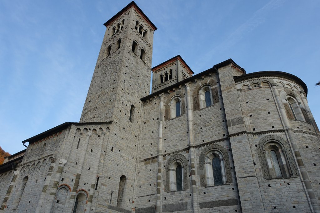 Romanesque architecture como